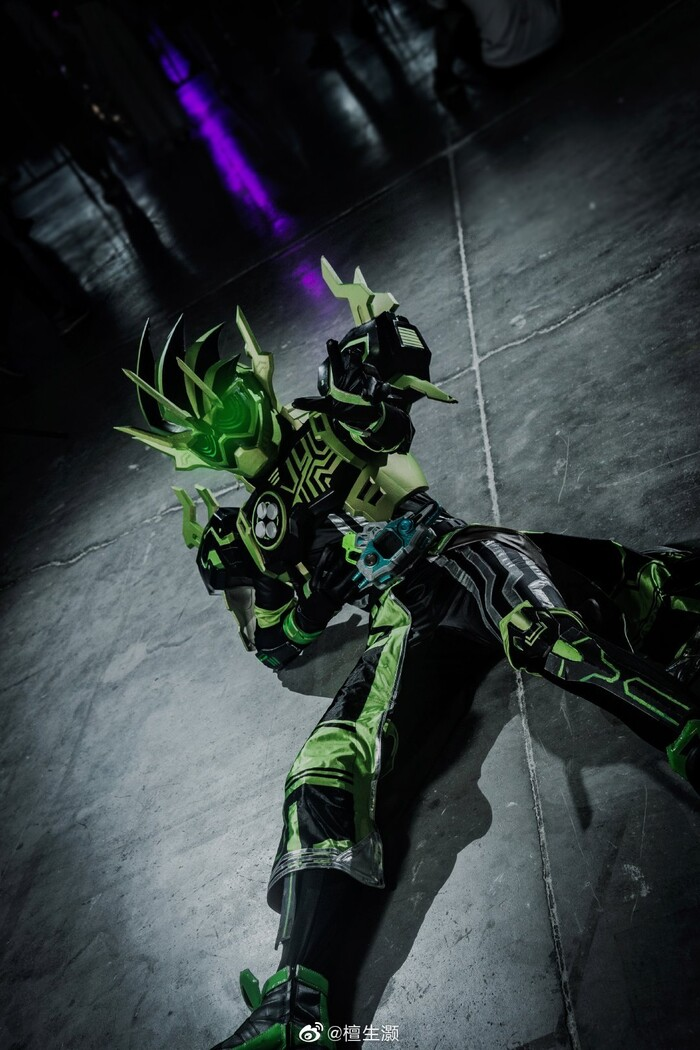 Trầm trồ với loạt ảnh cosplay cực ngầu về Kamen Rider Cronus trong Ex-Aid