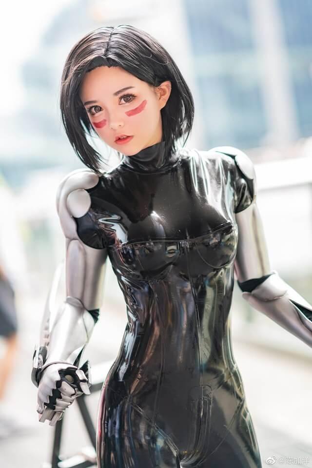 Ngẩn ngơ trước độ trong sáng của bộ cosplay Alita