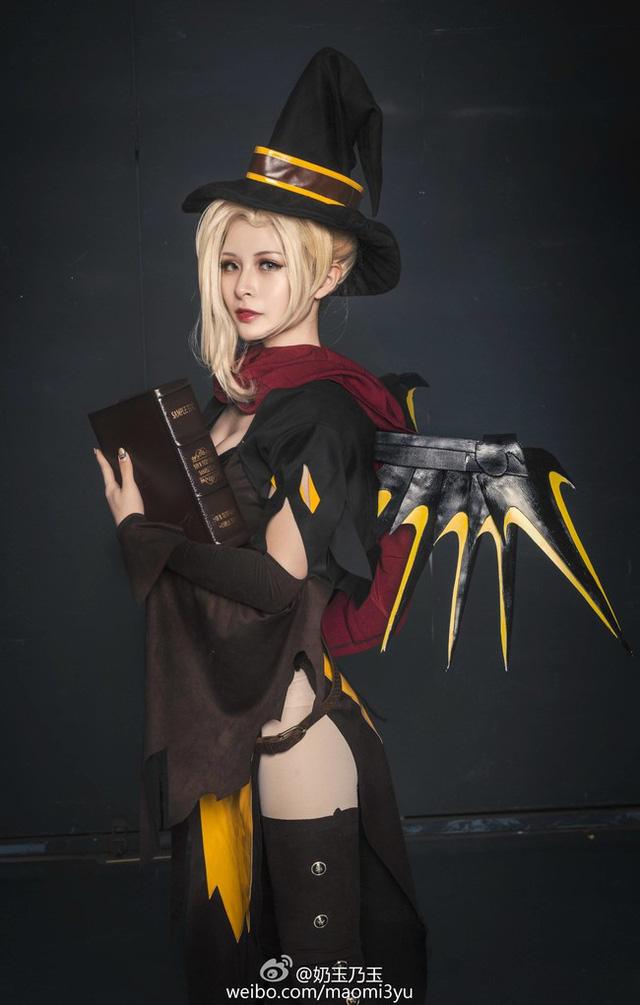 Ngất ngây với cosplay nàng Mercy Haloween trong Overwatch: Quyến rũ và quý phái