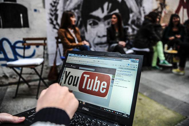 """YouTube đã """"thổi bay"""" hơn 8 triệu video vi phạm như thế nào?"""