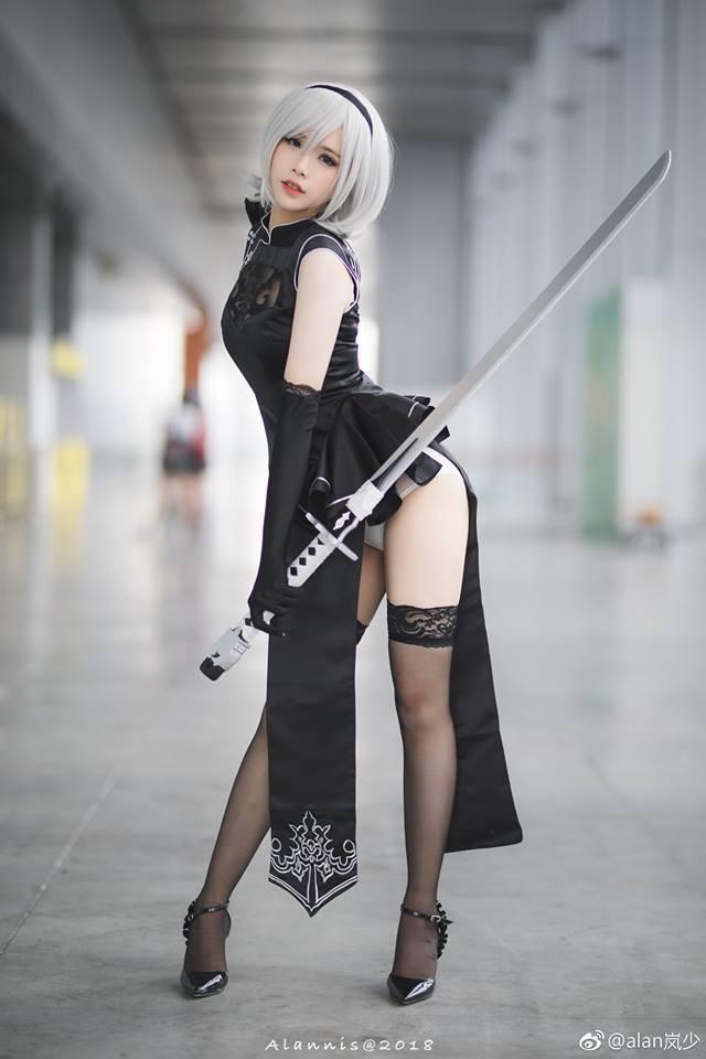 Lại ngất ngây với cosplay cô nàng 2B trong Nier: Automata