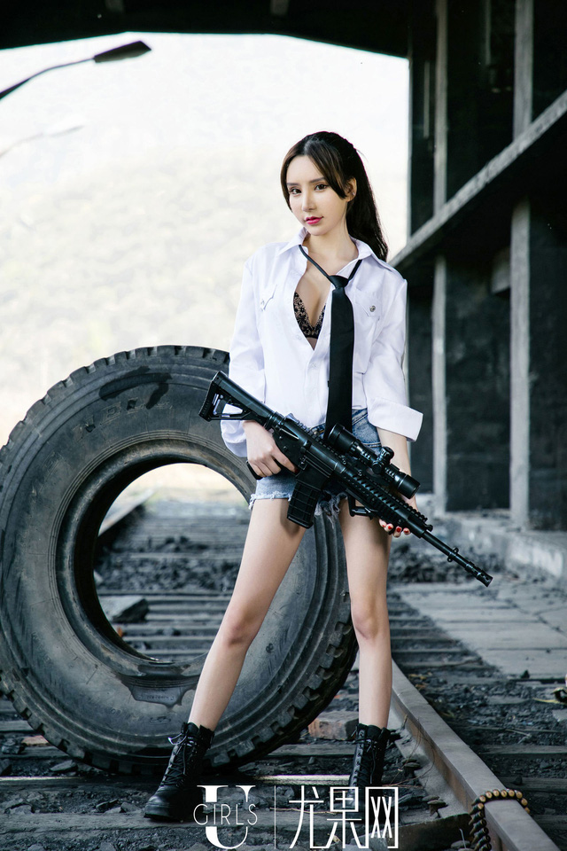 Bỏng mắt với màn cosplay phong cách PUBG của Zhou Yuxi – mỹ nhân dễ thương bậc nhất Trung Quốc
