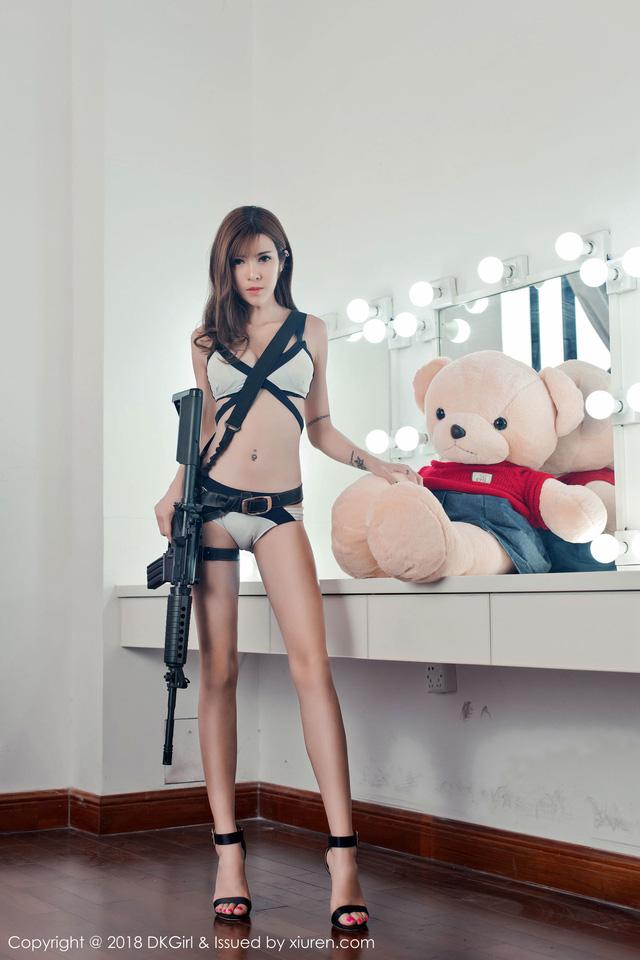 Bỏng mắt với loạt ảnh cosplay PUBG chất như nước cất của Cai Le Er – cánh chim lạ trong làng người mẫu Trung Quốc