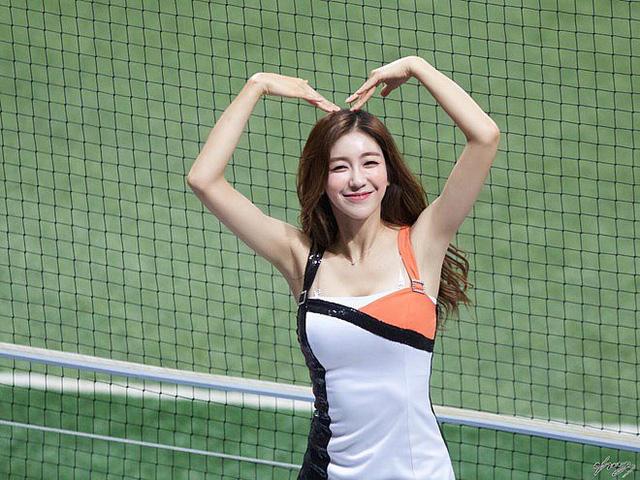 Gục ngã trước cô nàng hoạt náo viên xinh đẹp và nóng bỏng nhất Hàn Quốc