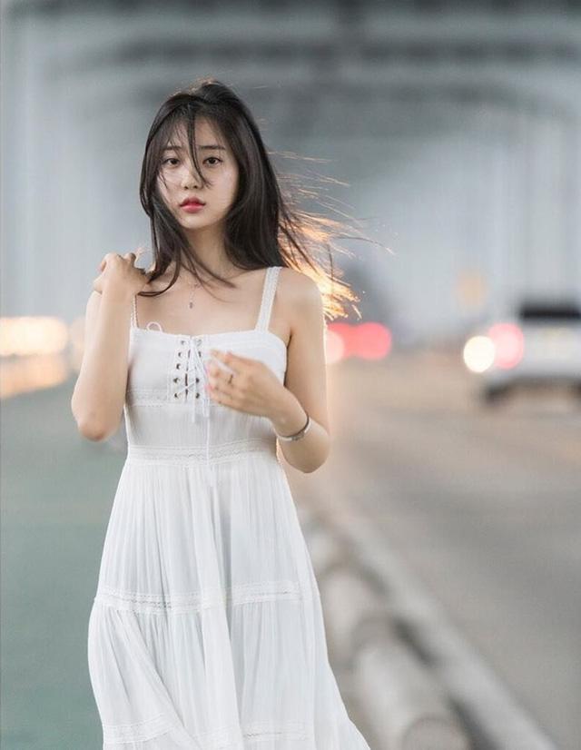 Cận cảnh hai gái xinh Hàn Quốc: Ngây thơ đời thường nhưng khi lên ảnh thì nóng bỏng hết phần người khác