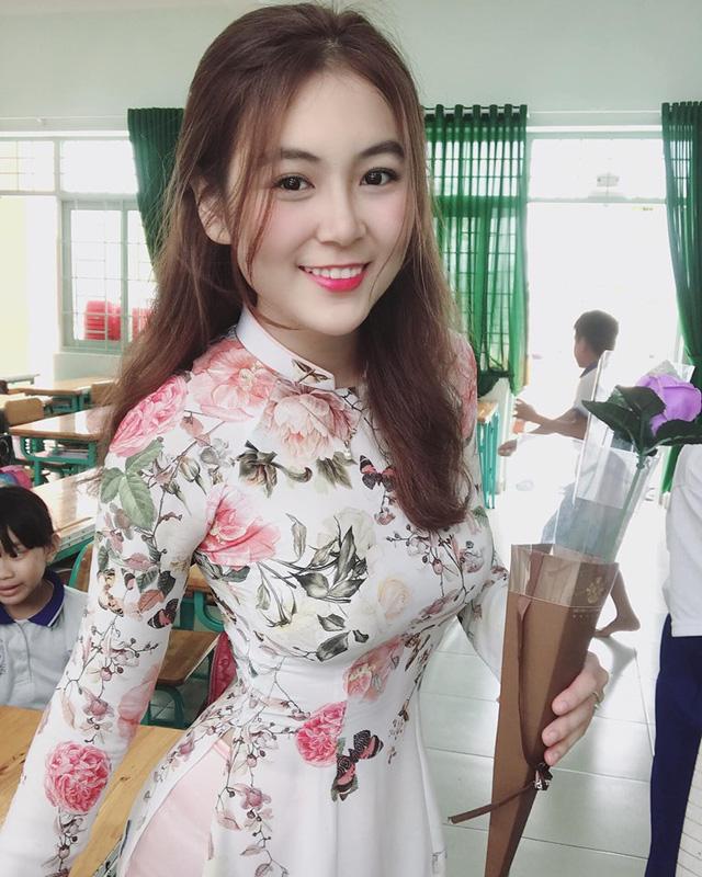 Cận cảnh nhan sắc gái xinh Việt bỏ nghề mẫu nội y làm cô giáo vì đam mê