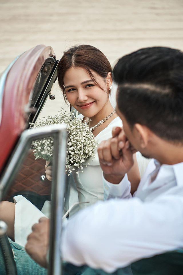 """HOT showbiz: Hot girl Phanh Lee """"Ghét thì yêu thôi"""" hé lộ ảnh cưới, chú rể là ai?"""
