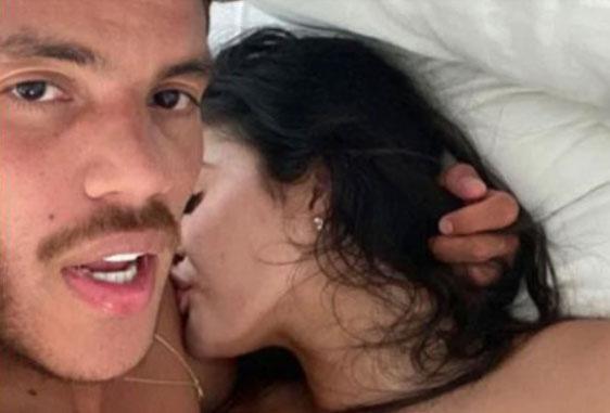 Đơ người vì vòng 1 của người mẫu lộ ảnh giường chiếu với sao LA Galaxy