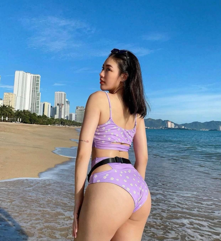 """Hot girl Nha Trang chỉ cách """"độ"""" vòng 3 lớn 100cm, chân không thô như cột đình"""