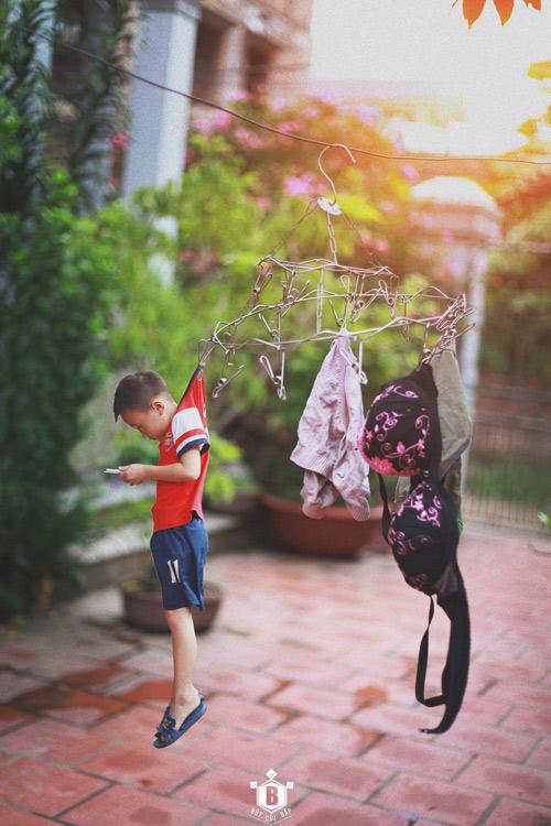 """Bộ ảnh """"Đứa trẻ công nghệ"""" thức tỉnh cộng đồng mạng"""