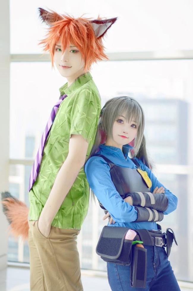 """Cặp đôi cosplay thành thỏ và cáo """"gây sốt"""" mạng thế giới"""