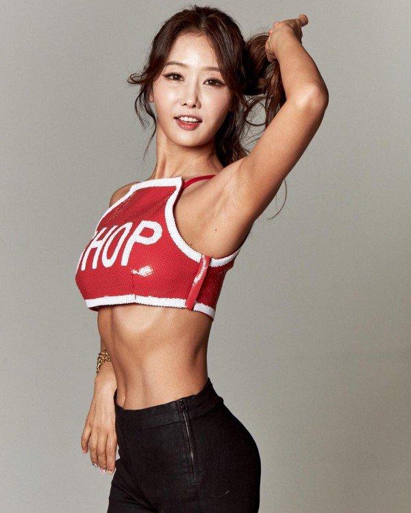 Nữ nha sĩ U50 gây sốt cộng đồng mạng vì đẹp như hot girl