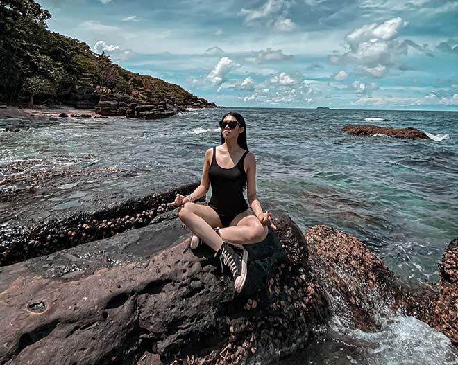 Hot girl Yoga Mai Sương thích xoạc chân, khoe thân hình quyến rũ