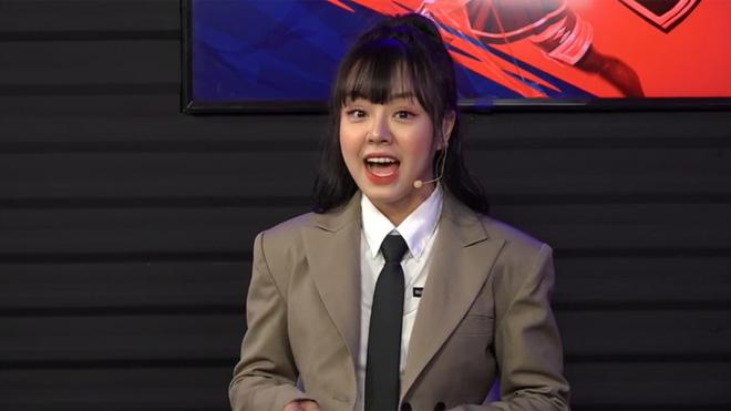Lần đầu nhìn nữ MC PUBG Mobile đóng vest lịch lãm: Người giật mình, người lại hoang mang