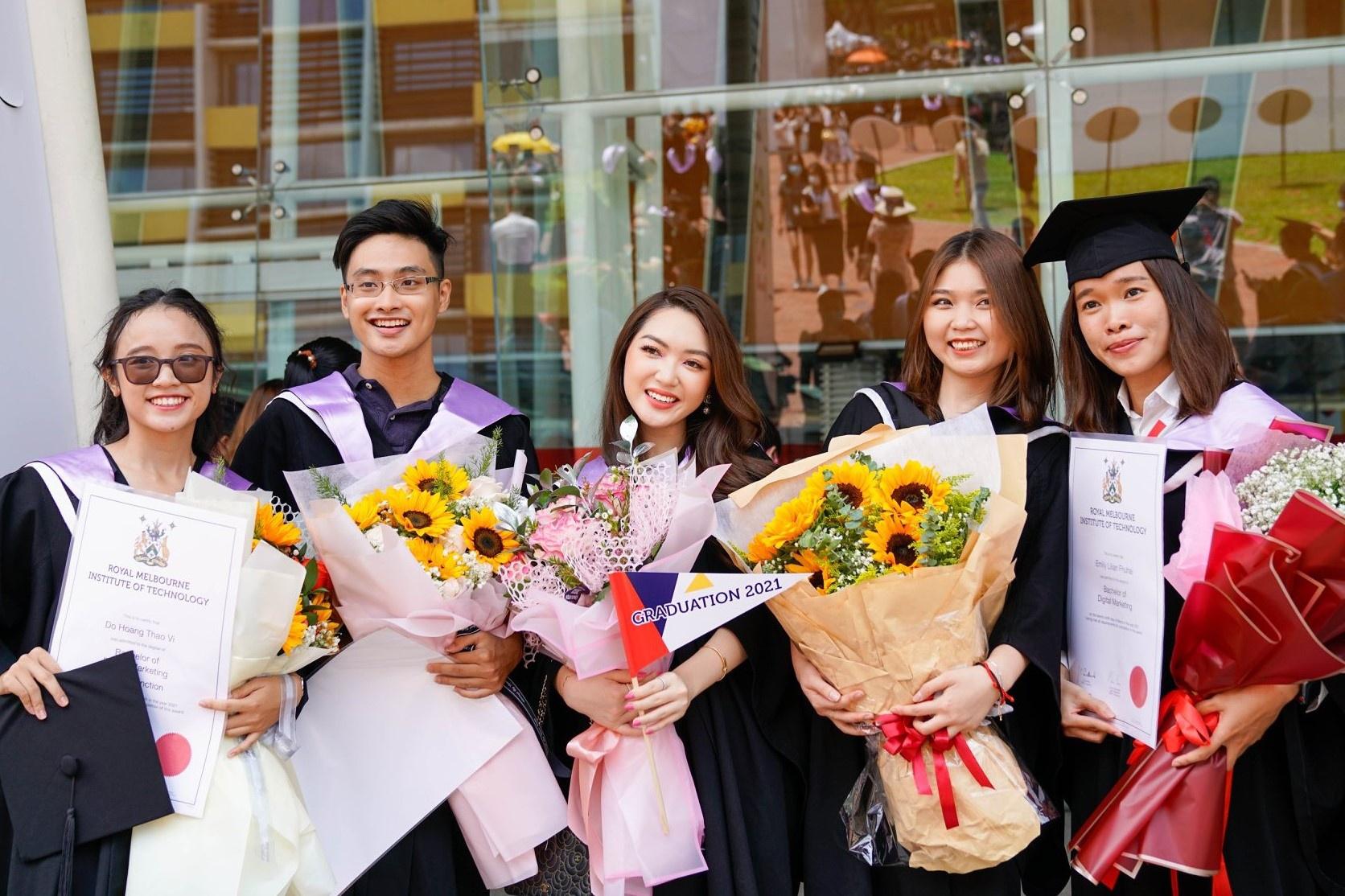 Hot girl Chloe Nguyễn rạng rỡ trong ngày tốt nghiệp