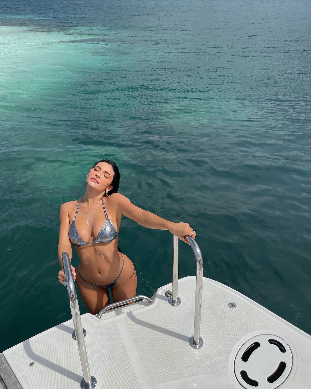 Hot girl Kylie Jenner chưa bao giờ mặc lại bikini