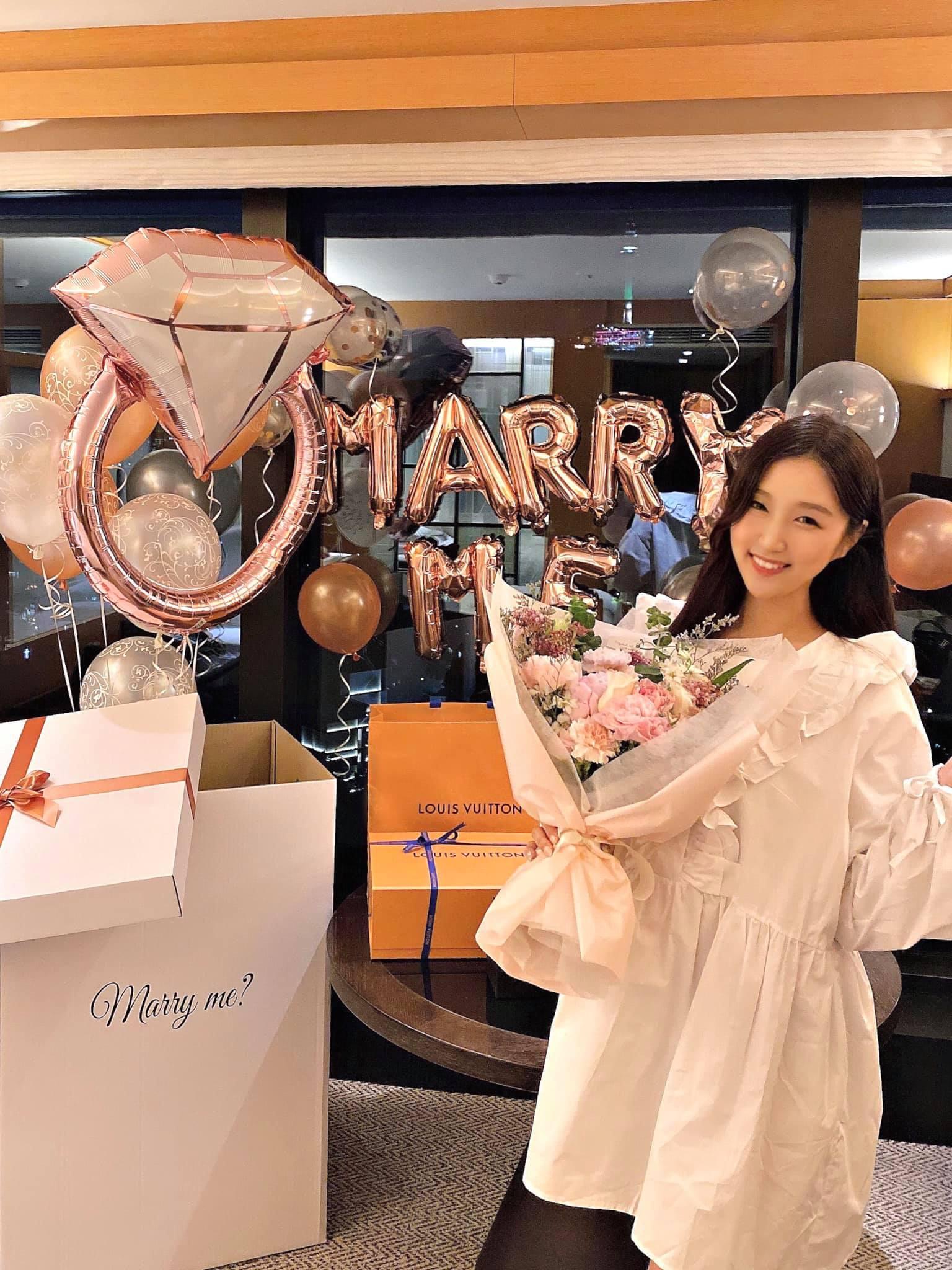 Nữ ca sĩ người Hàn ở Vpop được bạn trai cầu hôn