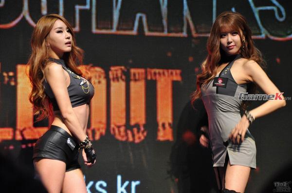 Ngắm các showgirl ấn tượng nhất ngày đầu của G-Star 2013