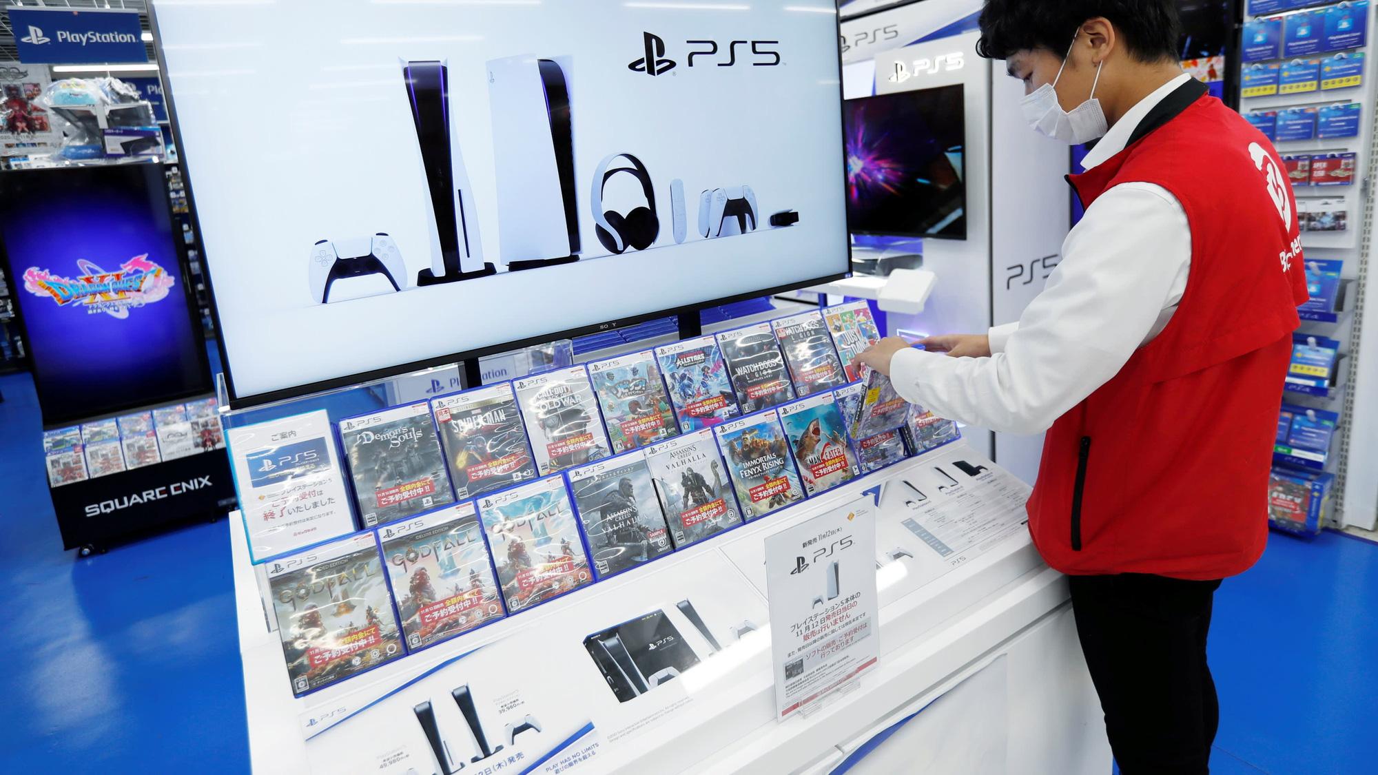 """Máy chơi game PS5 vừa mở bán đã """"cháy hàng"""" toàn cầu"""