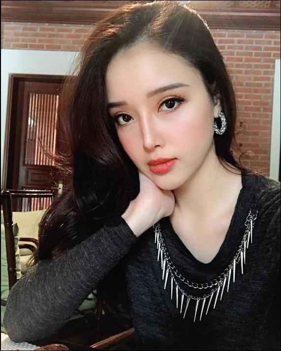Chiêm ngưỡng vẻ đẹp sắc sảo không thể rời mắt của em gái Hoa hậu Việt Nam 2006