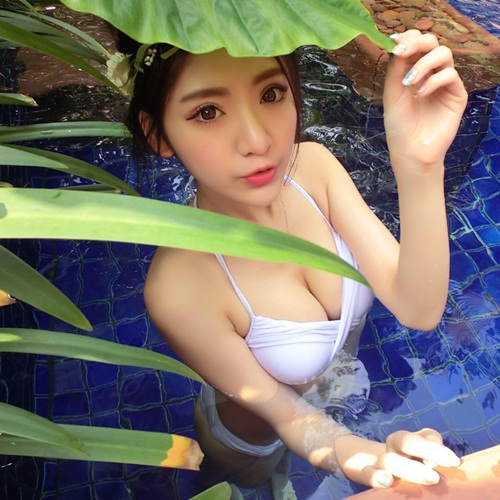 Nữ streamer xinh đẹp hút nghìn fan nhờ vóc dáng nóng bỏng
