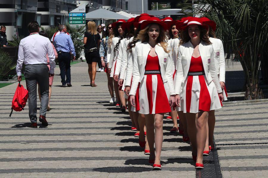 Dàn grid girl xinh đẹp hâm nóng đường đua nước Nga