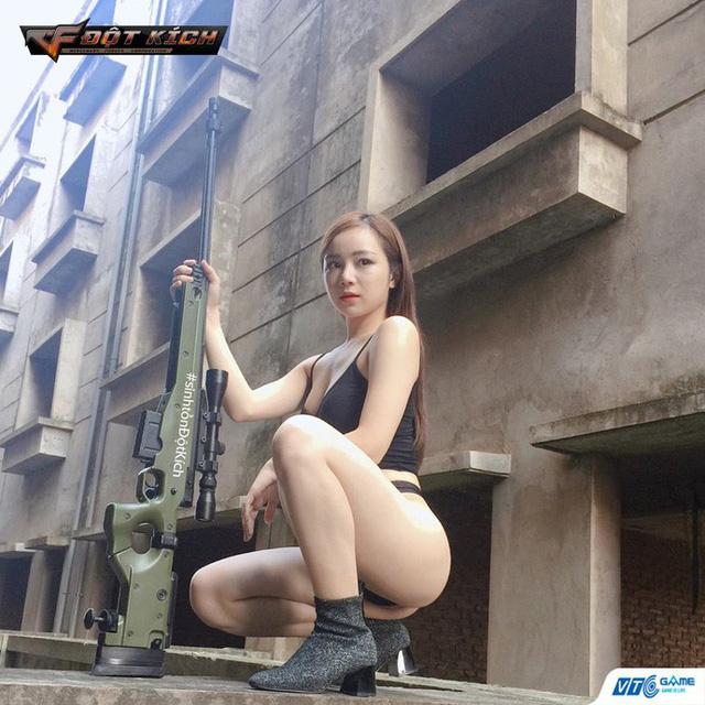 Thủy Tiên – hot girl ngủ gật tiếp tục tung ra những hình ảnh nóng bỏng trong bộ cosplay Đột Kích mới nhất