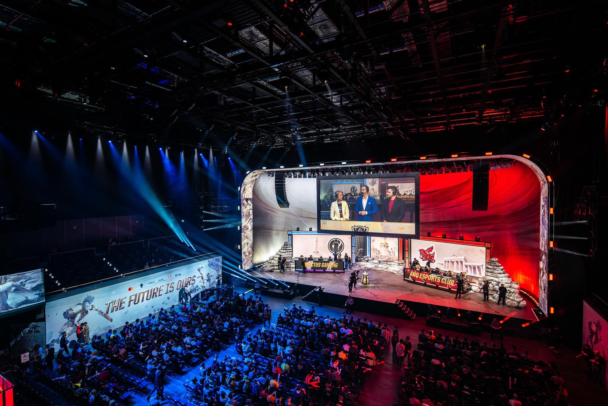 Những fan nữ gây chú ý ở chung kết thế giới Liên Minh Huyền Thoại