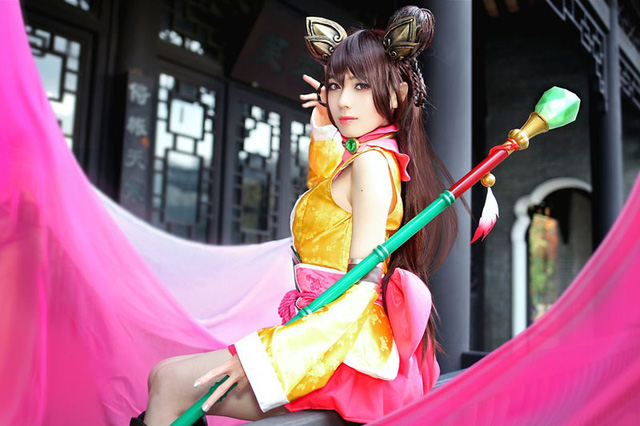 Lạ mắt với cosplay Hoàng Dung trong game di động Anh Hùng Xạ Điêu