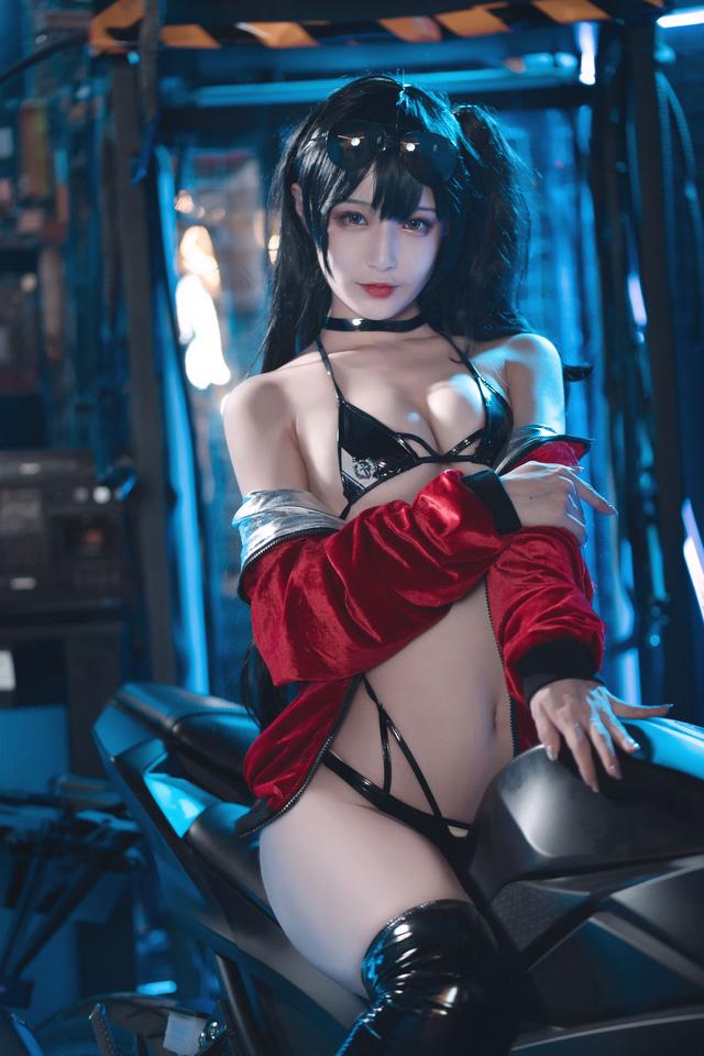 """Ngắm nàng Taihou trong Azur Lane cưỡi môtô thôi mà anh em cũng phải """"thở hổn hển"""" vì """"mất sức"""""""