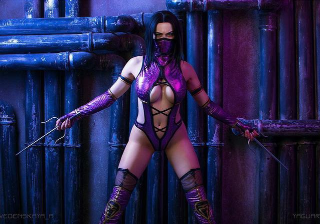 Ngắm bộ cosplay Mileena trong Mortal Kombat nóng đến phát bỏng, bảo sao ai cũng đổ xô vào 'xin chết'