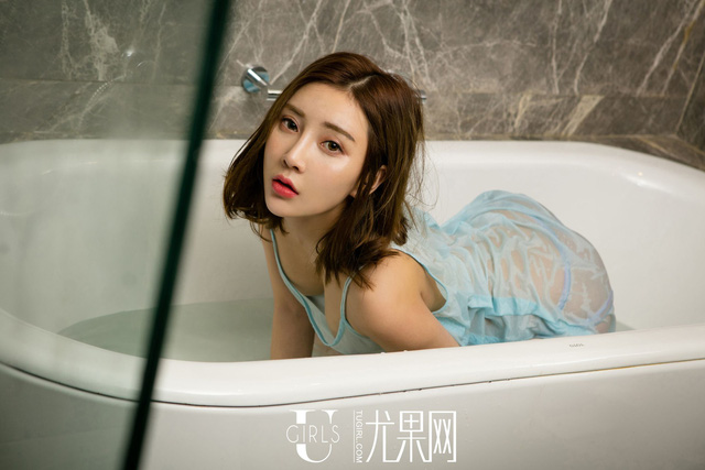 Chống lạnh đầu đông với bộ ảnh mới của thiên thần vòng ba Xin Lei