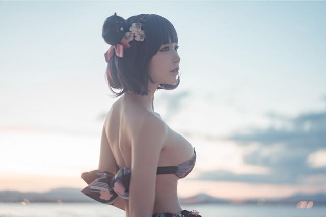 Bỏng mắt với bộ ảnh Katsushika Hokusai diện bikini khoe ngực khủng trong Fate/Grand Order