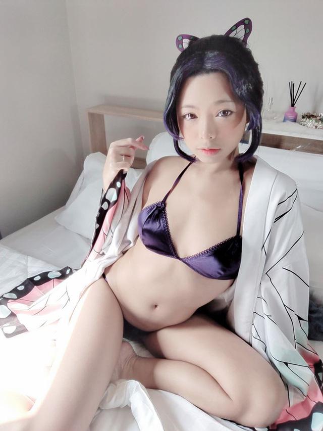 Trầm trồ khi thấy Trùng trụ Shinobu lần đầu diện bikini 2 mảnh bước ra đời thật