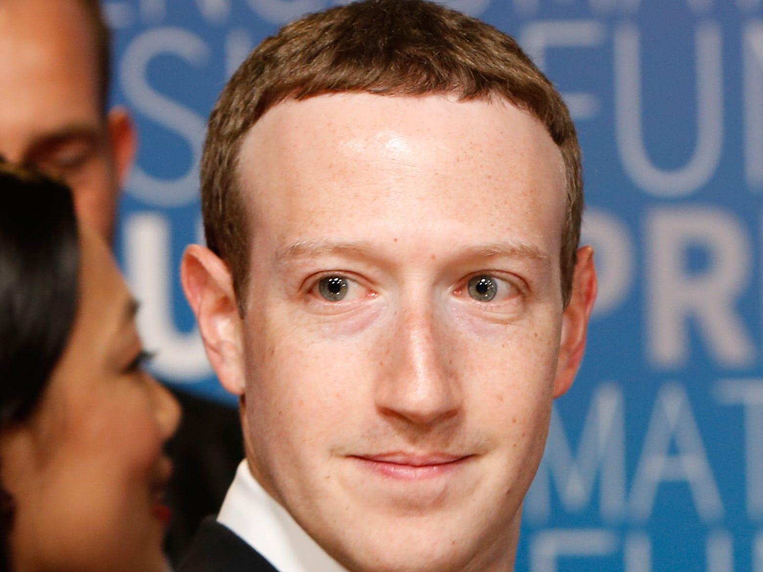 """Bị chê mái tóc """"ngố"""", tại sao ông chủ Facebook vẫn không đổi?"""