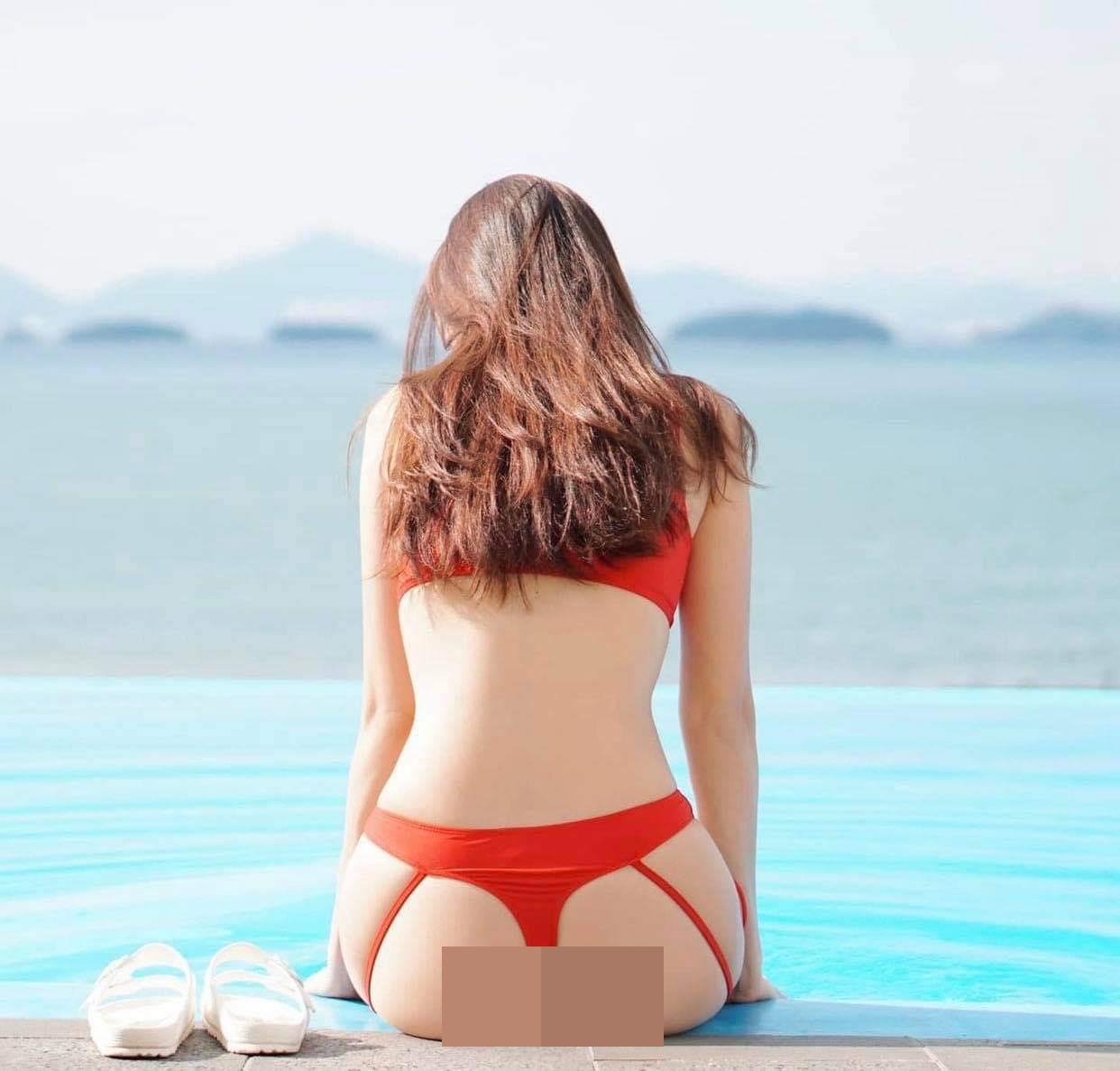 Người mẫu Shin Jae Eun ngồi xe lăn mặc bikini