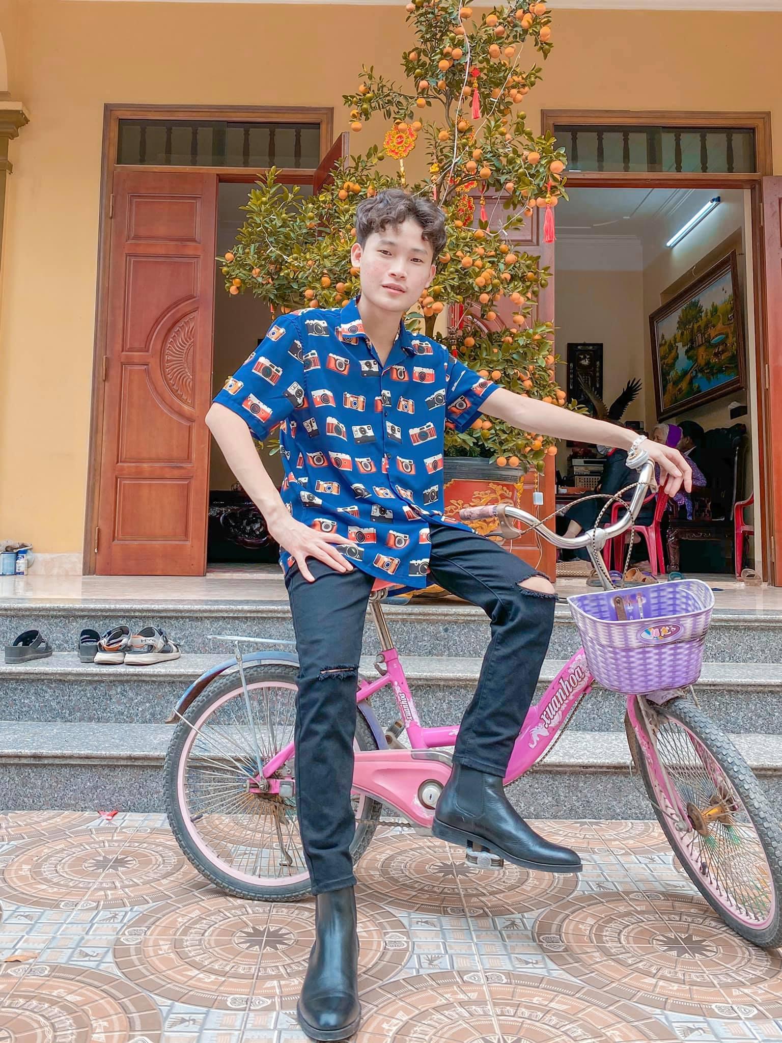 """Chàng sinh viên """"nhà quê"""" """"vượt mặt"""" Hoài Linh, Trường Giang trên TikTok là ai?"""