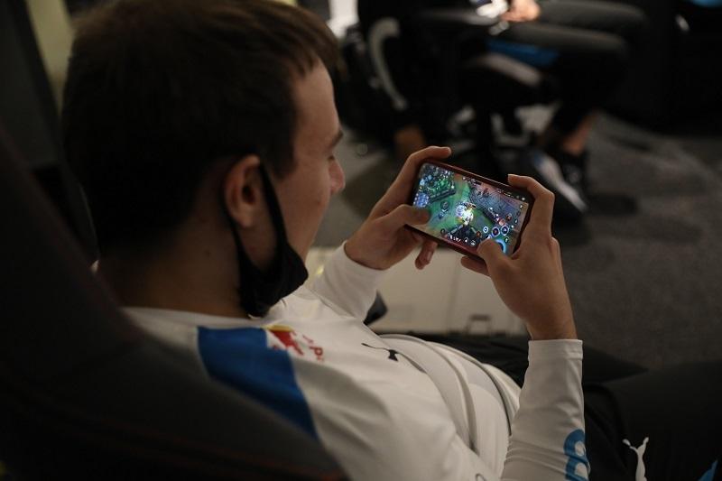 Tốc Chiến: Tuyển thủ Cloud9 Perkz lộ cách 'làm nóng' trước thềm LCS Mùa Xuân