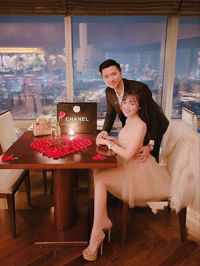 Cô giáo hot girl Âu Hà My được chồng tổ chức tiệc mừng lãng mạn kỷ niệm 1 năm yêu nhau