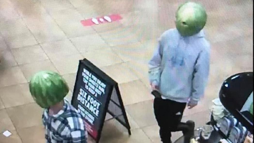"""Cộng đồng mạng phát sốt với hình ảnh băng trộm """"đầu dưa hấu"""""""