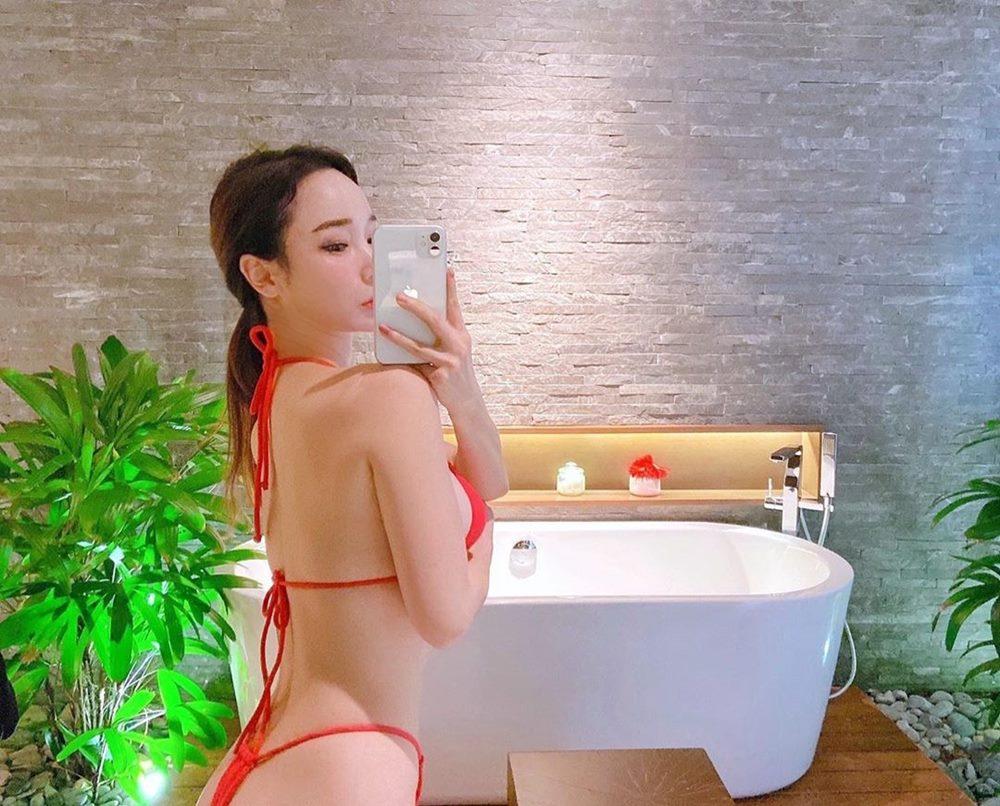 Hot girl Hàn lăng xê mốt khoe áo bra
