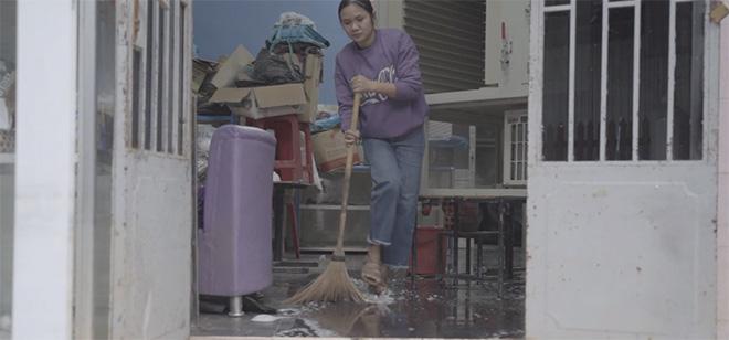 Diva Mỹ Linh và con gái livestream trên facebook để kêu gọi từ thiện cho phụ nữ miền Trung