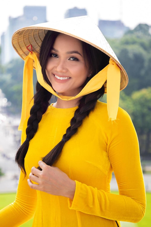 """""""Hoa hậu giản dị nhất showbiz Việt"""" bị chê keo kiệt khi làm từ thiện, cộng đồng mạng bức xúc"""
