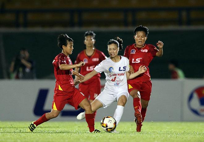 """Nghẹt thở """"chung kết"""" bóng đá nữ: Hải Yến bật khóc, hot girl Hoàng Loan """"thẫn thờ"""""""