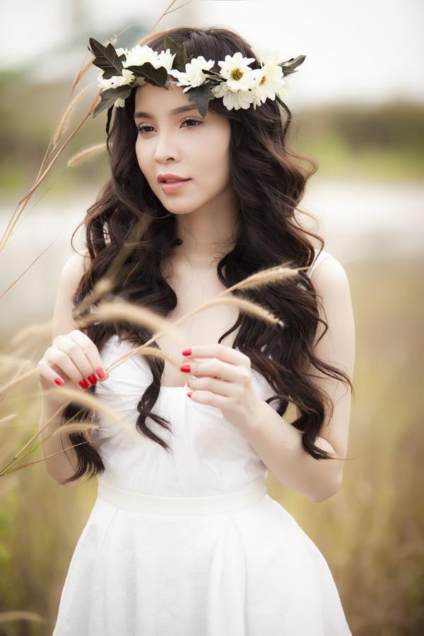 Ngọc Bích ngọt ngào da trắng, môi hồng