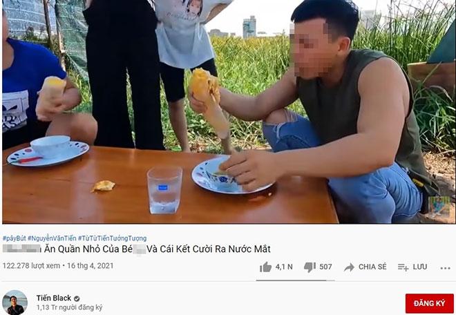 """Kênh YouTube Tiến Black bị lên án vì video """"ăn trứng chiên kèm quần nhỏ phụ nữ"""""""