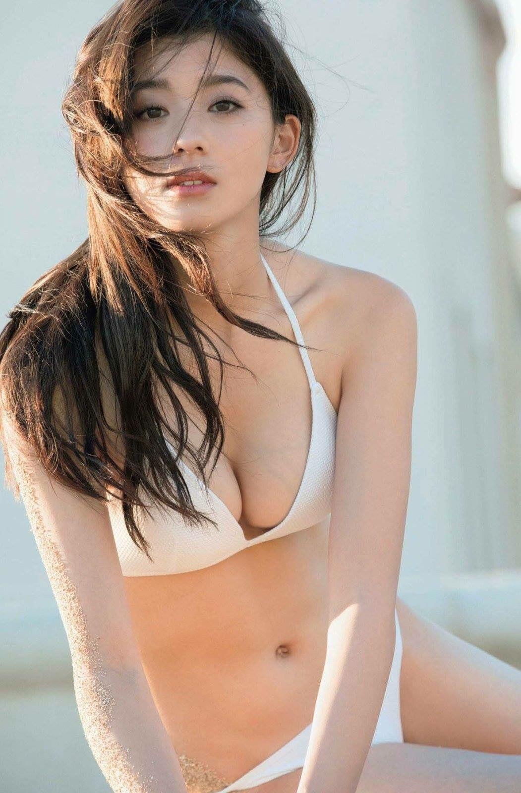 Người mẫu Nhật xinh như bông tuyết trắng