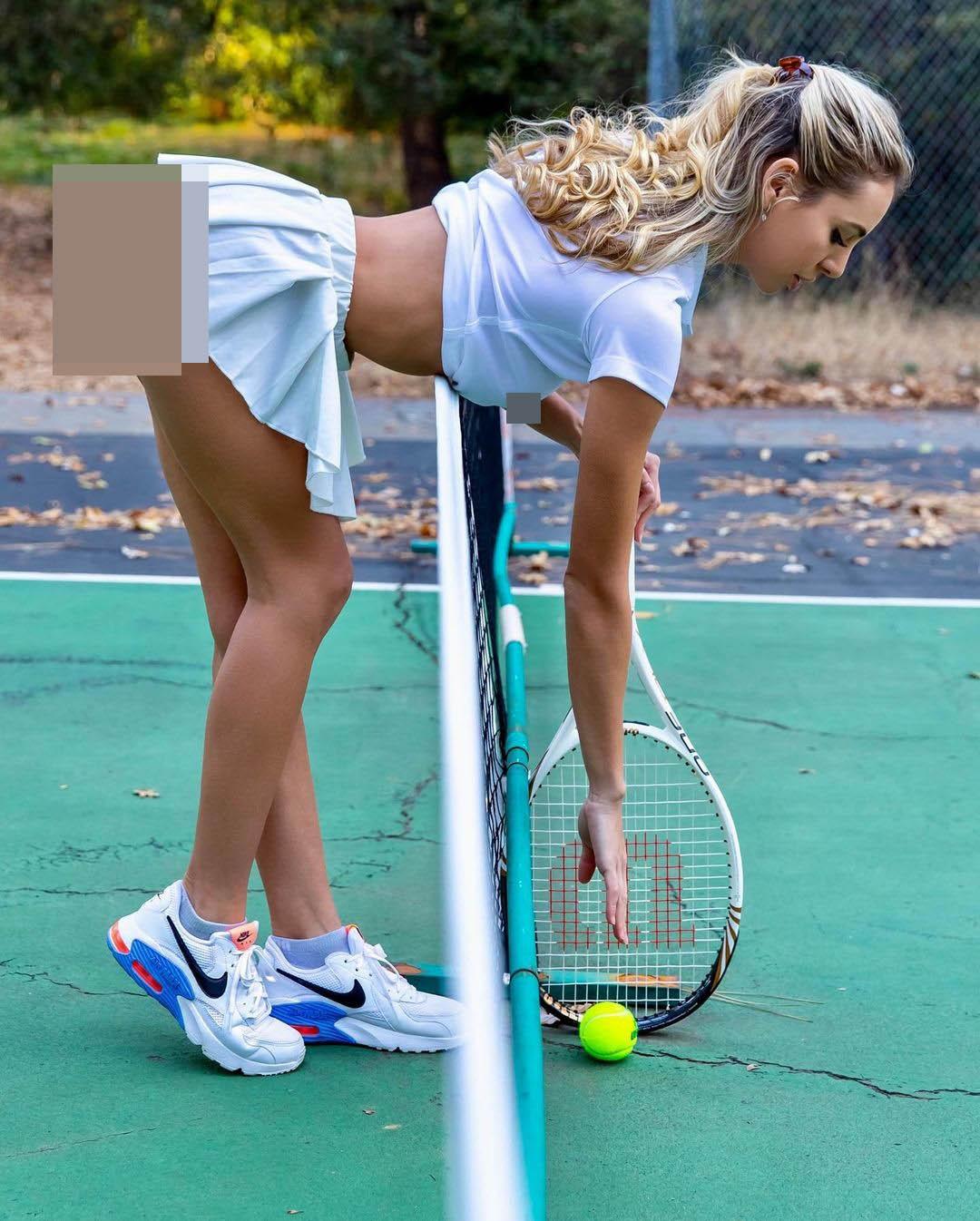 Người mẫu Mỹ gợi cảm hóa váy tennis