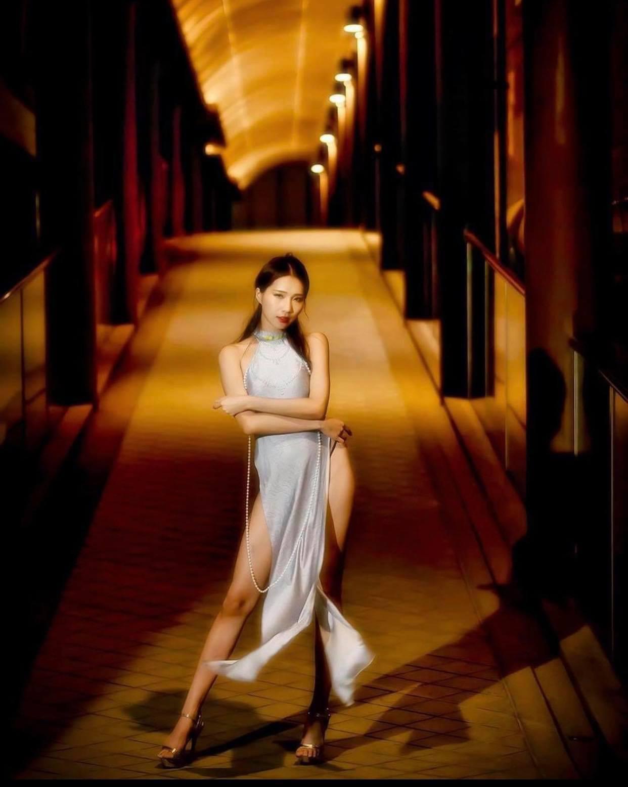 Người mẫu Đài Loan mặc áo dài theo cách thiếu văn hoá