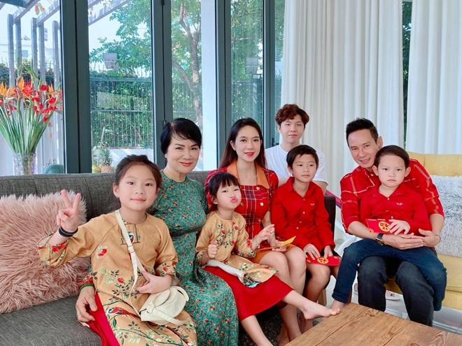 Mẹ vợ Lý Hải, Kim Lý có tuổi vẫn trẻ đẹp như người mẫu